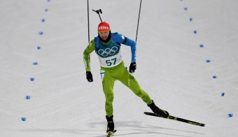 Slovenia's Jakov Fak crosses the finish line in the men's 20km individual biathlon event during the Pyeongchang 2018 Winter Olympic Games on February 15, 2018, in Pyeongchang./AFP PHOTO/Christof STACHE FOTO: Christof Stache Afp
