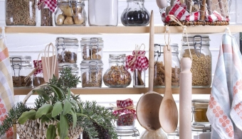 Small Pantry Housewife, Containing Necessary To Cook FOTO: Thinkstock Thinkstock