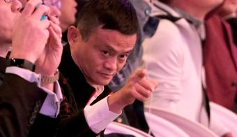 Alibaba Group co-founder and Executive Chairman Jack Ma gestures during Alibaba Group's 11.11 Singles' Day global shopping festival in Shanghai, China, November 11, 2018. REUTERS/Aly Song - RC147B1DE110 FOTO: Aly Song Reuters