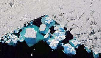 FILE PHOTO: An iceberg floats in a fjord near the town of Tasiilaq, Greenland, June 18, 2018. REUTERS/Lucas Jackson/File Photo FOTO: Reuters