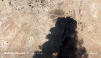 A satellite image shows an apparent drone strike on an Aramco oil facility in Abqaiq, Saudi Arabia September 14, 2019. Planet Labs Inc/Handout via REUTERS THIS IMAGE HAS BEEN SUPPLIED BY A THIRD PARTY. NO SALES NO ARCHIVES TPX IMAGES OF THE DAY FOTO: Handout. Planet Labs Inc Via Reuters