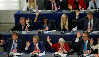 Brexit Party leader Nigel Farage and Brexit party members take part in a voting session on Brexit at the European Parliament in Strasbourg, France, September 18, 2019. REUTERS/Vincent Kessler FOTO: Vincent Kessler Reuters