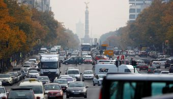 Cars are seen at Kaiserdamm street, which could be affected by a court hearing on case seeking diesel cars ban in Berlin, Germany, October 9, 2018. REUTERS/Fabrizio Bensch - RC13F9CC3E60 FOTO: Fabrizio Bensch Reuters