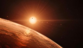 """This handout artist's impression released by the European Southern Observatory on February 22, 2017 shows the view just above the surface of one of the planets in the TRAPPIST-1 system.<br /> The stunning discovery of seven Earth-like planets orbiting a small star in our galaxy opens up the most promising hunting ground to date for life beyond the Solar System, researchers said Wednesday. All seven are within 20 percent of the size and mass of our own planet and almost certainly rocky, and three are ideally situated to harbour life-nurturing oceans of water, they reported in the journal Nature.<br /> / AFP PHOTO / European Southern Observatory / M. Kornmesser / RESTRICTED TO EDITORIAL USE - MANDATORY CREDIT """"AFP PHOTO / ESO/M. Kornmesser/spaceengine.org"""" - NO MARKETING NO ADVERTISING CAMPAIGNS - DISTRIBUTED AS A SERVICE TO CLIENTS FOTO: M. Kornmesser Afp - International News Agency"""