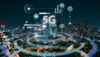 Modern city with smart 5G wireless communication network concept. FOTO: Jamesteohart Getty Images/istockphoto
